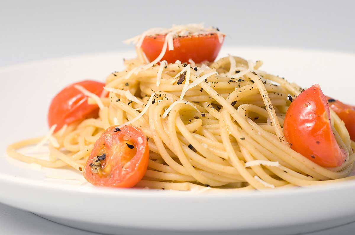 Recipe for Spaghetti with Pecorino Romano, Pepper and Tomatoes - Life ...