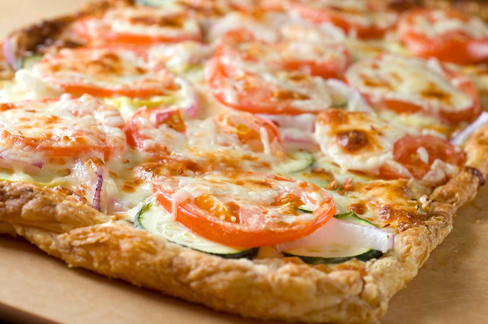 Пицца из слоеного теста рецепты самые простые