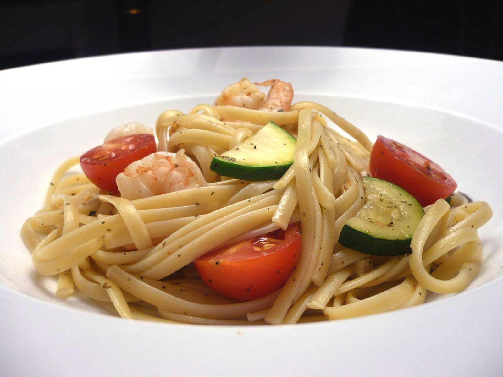 shrimp-linguine-with-zucchini-and-tomatoes.jpg